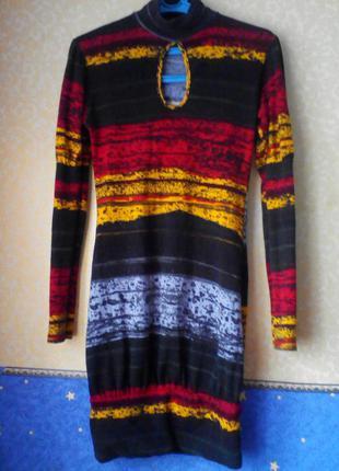 Яркое платье (van gils), размер м, на груди -вырез,качество -супер.3 фото