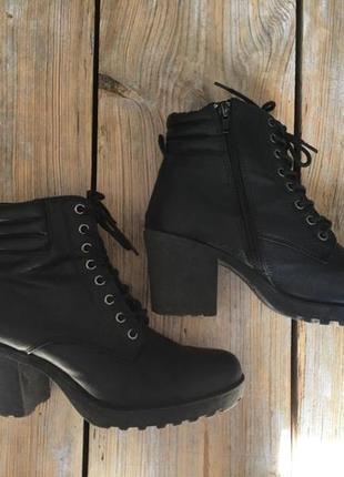 Ботинки, черевики,