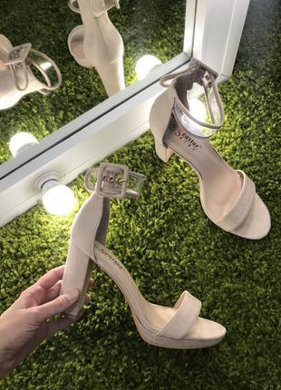 Супер удобные босоножки на каблуке