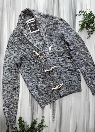 H&m стильный свитер на пуговках