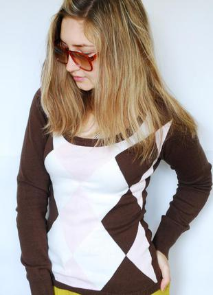 Стильная кофта/джемпер коричневого цвета с белыми и розовыми ромбами