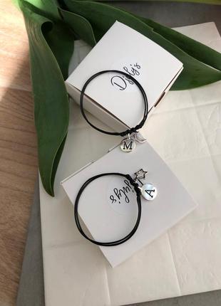 Парные именные браслеты с буквами