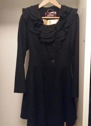 Черное демисезонное пальто nui very