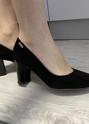 Туфлі з натуральної замші
