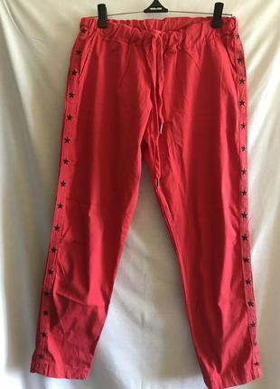 Яркие штанишки с лампасами