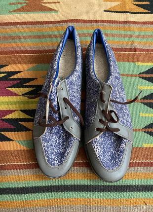Стильные текстильные туфли