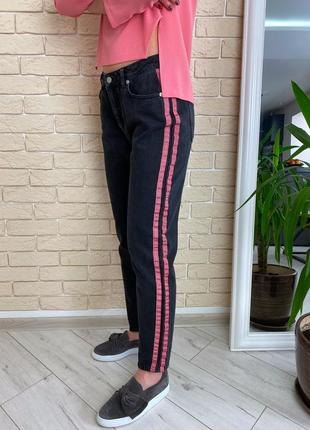 Чёрные плотные джинсы с полосками mom jeans na kd