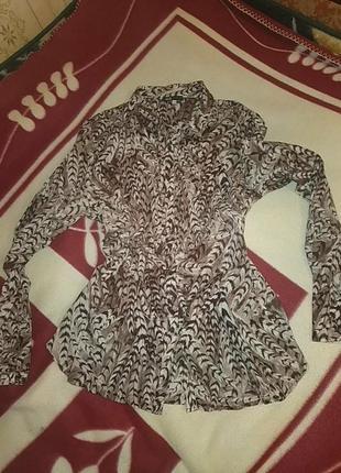 Блузка с интересным принтом oodji