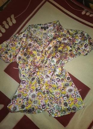 Красивая блузка в цветочный принт giaguaro