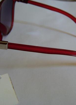 Вишневые солнцезащитные очки-стрекозы с дымчатой линзой с легким градиентом4 фото