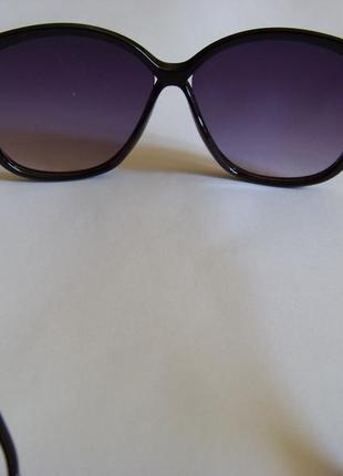 Черные солнцезащитные очки-стрекозы с дымчатой линзой с легким градиентом6 фото