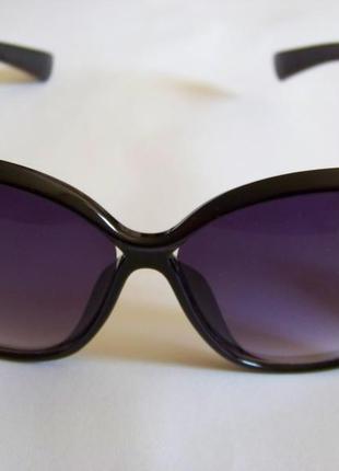 Черные солнцезащитные очки-стрекозы с дымчатой линзой с легким градиентом4 фото