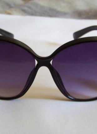 Черные солнцезащитные очки-стрекозы с дымчатой линзой с легким градиентом3 фото