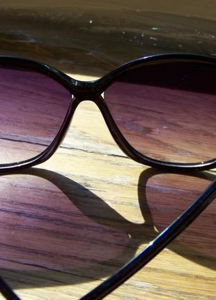 Черные солнцезащитные очки-стрекозы с дымчатой линзой с легким градиентом2 фото
