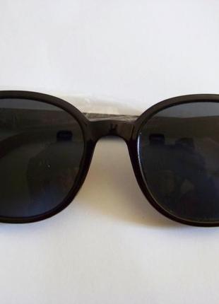 Прямоугольные классические солнцезащитные черные очки с черной дымчатой линзой3 фото