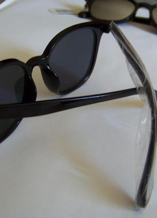 Прямоугольные классические солнцезащитные черные очки с черной дымчатой линзой5 фото