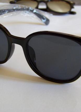 Прямоугольные классические солнцезащитные черные очки с черной дымчатой линзой2 фото
