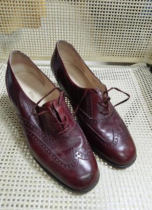 Кожаные туфли бордового цвета италия