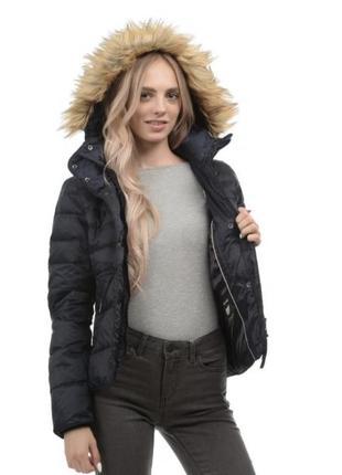 Стильная демисезонная куртка с капюшоном