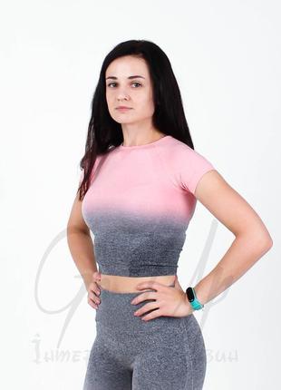 Спортивная женская футболка, короткая в градиент