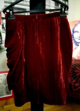 Шикарная юбка от н&m. на боку драпировка . модный цвет, материал под бархат. очень красивая.