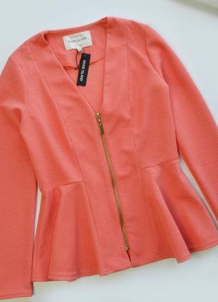 Актуальный коралловый пиджак