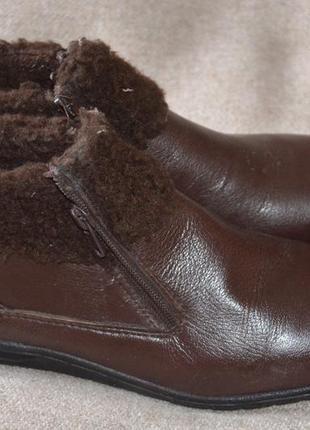 Ботинки кожаные 39 paзм,состояние новых