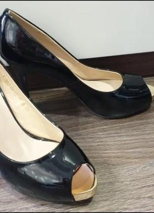 Туфли лаковые с открытым носочком