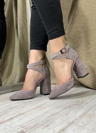 Замшевые босоножки на  каблуке 10 см