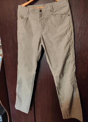 Классические бежевые штаны ostin в мелкую вертикальную строчку