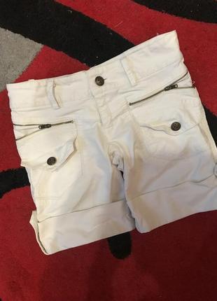 Білі джинсові шортики