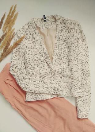 Стильный пиджак в горошек