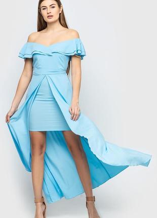 Нарядное длинное голубое платье с шлейфом
