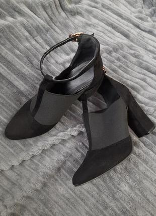 Туфлі. туфли.