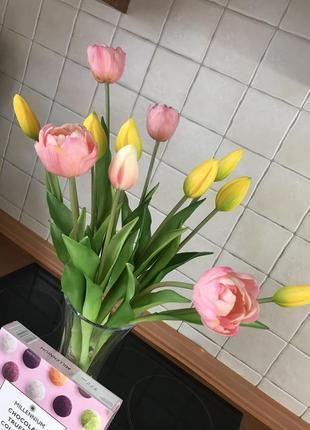 Букет открытых тюльпанов и бутонов