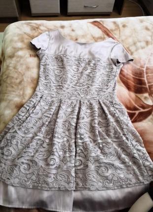 Красивое платье 42 размера