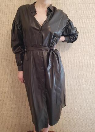Трендовое кожаное платье-рубашка