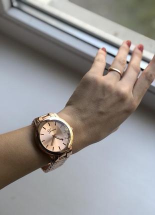 Часы женские geneva new