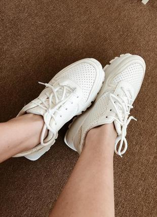Весенние летние белые/молочные кроссовки
