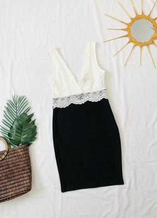 Платье карандаш с кружевами/ сукня з глибоким v вирізом
