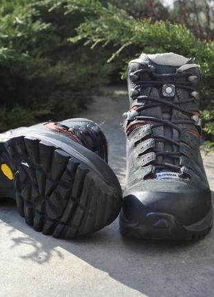 Трекінгові черевики lowa sps