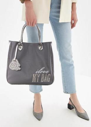 Серая стильная сумка от camomilla italia, вместительная и функциональная!