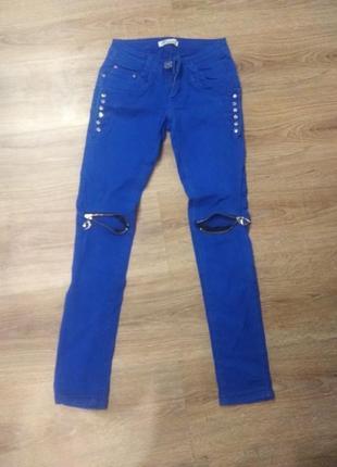Катоновые красивые джинсы стрейч.