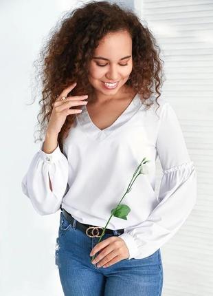 Блуза с объемными рукавами бело-молочного цвета
