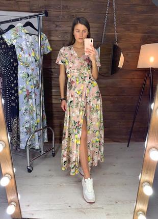 Длинное цветочное пудровое платье