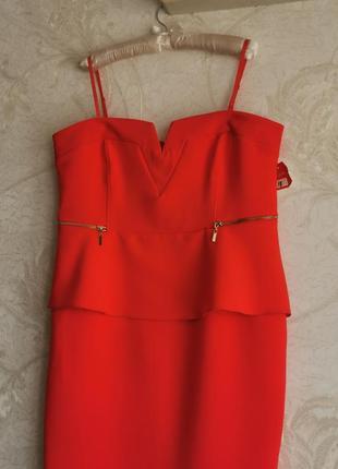 Шикардос! платье с открытой зоной декольте, на бретелях, с баской