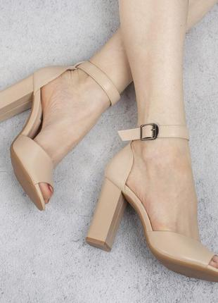 Бежевые туфли босоножки на широком удобном каблуке с ремешком модные красивые