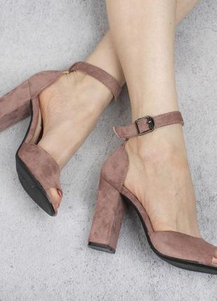 Бежевые пудра замшевые босоножки на широком удобном каблуке с ремешком модные красивые