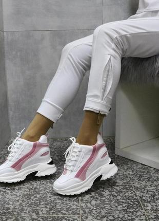 Модные сникерсы на массивной подошве белые с розовым