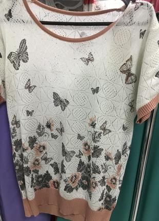 Вязанная кофточка с бабочками